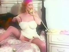 Hot Chick Masturbates On Her Bed
