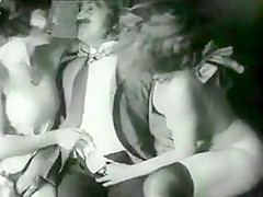 lesbians from years ago ignore his cock !