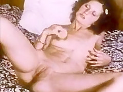 Linda Lovelace 8mm Loop - Open pussy, insert foot!