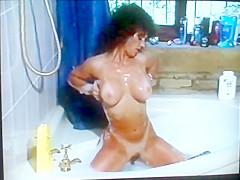 80's MILF Gets Dirty In Bathtub