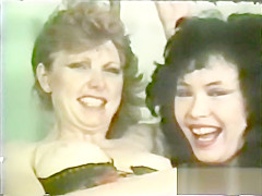 Lesbian Peepshow Loops 647 70s and 80s - Scene 2