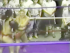 Vintage topless boxing - Gianna vs Candice (Bad Apple Prod.)