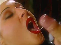 Laura Megan & Sisters Kiss | Room Service