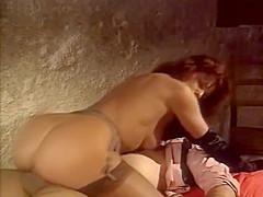 Simona is very elegant in this scene