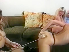 Oily Yvonne spreading dyke pussy with tongue and toys