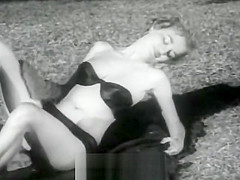 Sexy Babes Posing and Relaxing (1950s Vintage)