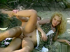 Aniko Jacqueline Has Anal Sex in the Beach