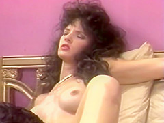 Vintage brunette riding cock - Vidway