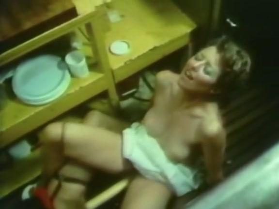 Women nud Hot lunch