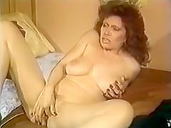Woman masturbates to porn
