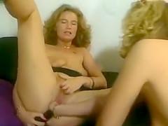 women play 2