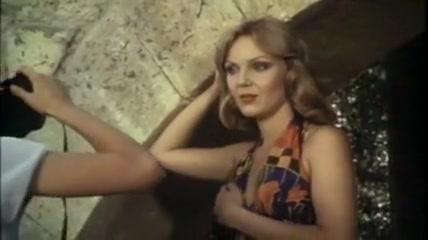 porno-seks-izvrasheniya-onlayn-video-soset-domohozyayka