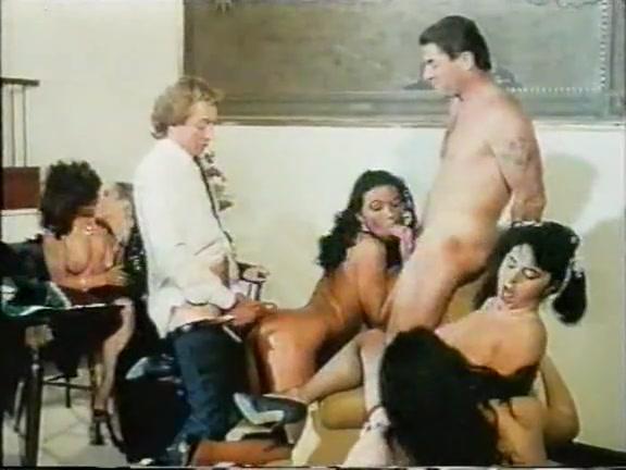 video-analnogo-nebritogo-russkogo-seksa