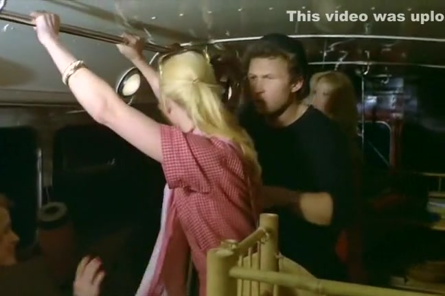 Дроч-подборка: парни кончают себе на лицо от дрочки члена