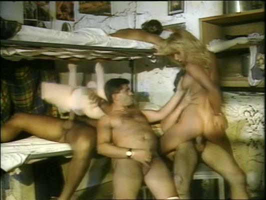 porno-retro-na-ulitse-v-chernom