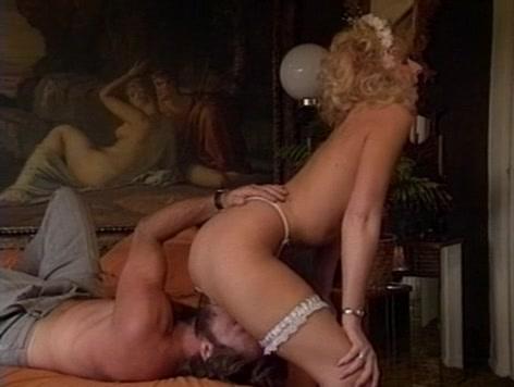 порно актриса длинный язык