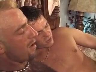 volosatie-golie-transvestiti-foto