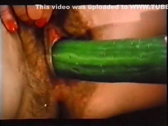 Порно старуха в чулках трахается с молодым на сеновале